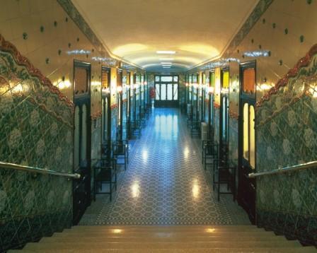 D a de spa en balneario barcelona bono personalizable for Piscina caldes de montbui